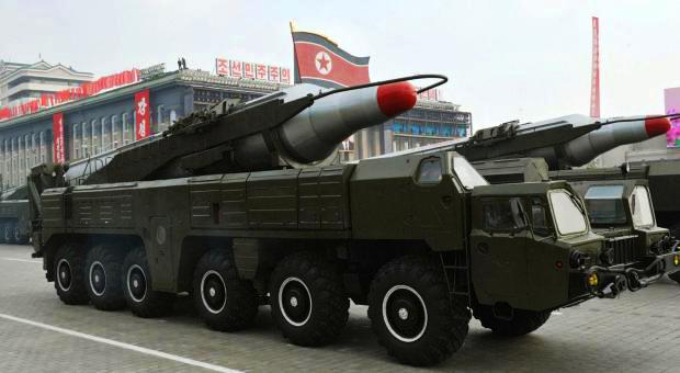 Misseis balisticos da Coréia do Norte em demonstração de força