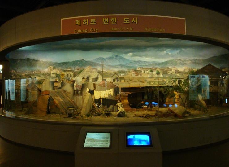 War Memorial / Reprodução da cidade destruida pela guerra das coréias